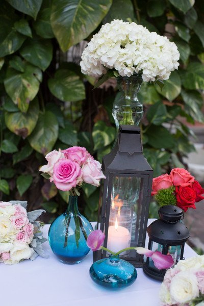 centerpieces with lanterns and pink lysianthus
